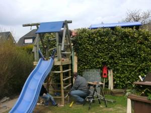 Die Enkel Jonas und Lena bekommen ein neues Spielhaus in Kleve